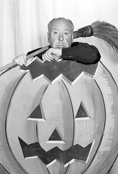 Alfred Hitchcock and a giant carved Halloween pumpkin classic horror movie movies films vintage retro antique image photo Retro Halloween, Halloween Fotos, Vintage Halloween Photos, Vintage Halloween Decorations, Halloween Images, Holidays Halloween, Happy Halloween, Halloween Festival, Halloween Stuff