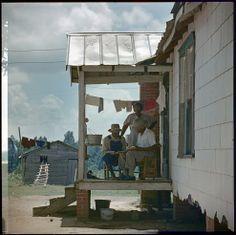 GORDON PARKS - Untitled, Mobile, Alabama, 1956  ©  The Gordon Parks Foundation