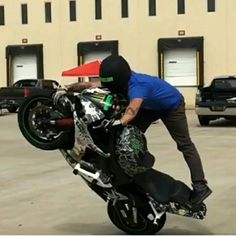 @kyleshatch taking his stunt game to new levels on his ZeusArmor equipped R6S #zeusarmor #dowork #yamaha #r6s #stunt