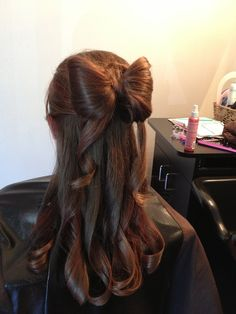 Bow_hair_style_with_ribbons