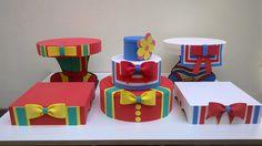 Kit com 5 peças Patati Patatá composto de 1 bolo fake com 30 cm de diâmetro e 30 cm de altura , 2 bandejas de pé , redondas, com 30 cm de diâmetro e 24 cm de altura e 2 bandejas inversas quadradas , com 25 cm de lado e 7 cm de altura .. Bolo fake feito de isopor revestido de EVA e b andejas feita...