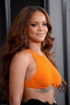 Rihanna Makeup Line, Rihanna Fenty Beauty, Rihanna Awards, Mobile Beauty Therapist, Celebrity Magazines, Beauty News, How To Look Pretty, New Fashion, Make Up