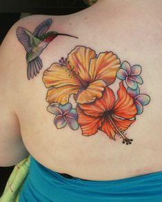 Hibiscus tattoos are a common tattoo symbol found in the Pacific. Learn about hibiscus tattoos, hibiscus tattoo designs, hibiscus tattoo meanings, and ideas. Hawaiianisches Tattoo, Tattoo Motive, Body Art Tattoos, Sleeve Tattoos, Chest Tattoo, Foot Tattoos, Tatoos, Hibiscus Flower Tattoos, Flower Thigh Tattoos