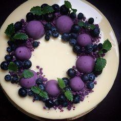 Blueberry mousse, vanilla yoghurt and cookiebottom-heaven Köstliche Desserts, Delicious Desserts, Mini Cakes, Cupcake Cakes, Purple Food, Purple Candy, Purple Stuff, Violet Cakes, My Dessert