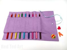No Sew Pencil Roll Up - no sew too! This is a super easy pencil case DIY, that can be used for make up brushes or crochet hooks too! Love that it is no sew and easily customisable Popsicle Stick Crafts, Craft Stick Crafts, Diy Crochet Hook, Crochet Art, Back To School Crafts For Kids, Lollipop Craft, Diy Pencil Case, Diy Art Projects, Sewing Projects