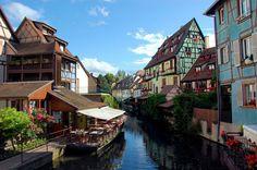 FRANCE \ La Petite Venise. Colorful houses line the banks of the river La Lauch in Colmar