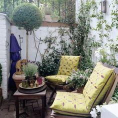 Garden seating: how to style it and where to buy the best - - We may not have the best climate for outdoor living, but that's never stopped us Brits from making the most of our outdoor space. Small Outdoor Spaces, Outdoor Rooms, Outdoor Living, Outdoor Decor, Small Spaces, Small Courtyard Gardens, Small Courtyards, Small Balconies, Small Gardens