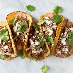 easy crockpot carnitas are simple enough for anyone to make! Broiling them just before serving gives a browned, crispy crust to the meat. Mexican Food Recipes, Beef Recipes, Cooking Recipes, Cooking Games, Pulled Pork Recipes, Slow Cooker Recipes Mexican, Pressure Cooker Recipes Beef, Cooking Tips, Shredded Pork Recipes