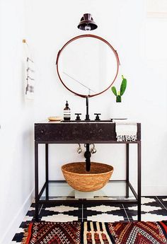Round mirror, black vanity and great rug // 9 Gorgeously Graphic Bathrooms, Courtesy of Instagram