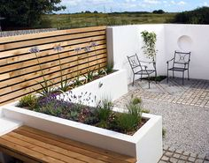 A Small Contemporary Garden - Woodpecker Garden and Landscape Designs
