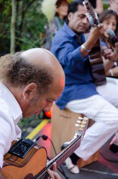 FIESTA ARGENTINA am 8. September 2012 im Garten der Villa Klein in Johannisberg / Rheingau. Die argentinischen Musiker Jorge Galbassini und Julio Gordillo. (Foto: Theresa Rundel)