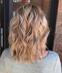 White blonde highlights with caramel undertones hair to try Caramel Hair With Blonde Highlights, Carmel Blonde, Balayage Hair Caramel, Hair Color Caramel, Hair Color Balayage, Hair Highlights, Ombre Blond, Pink Ombre Hair, Blonde Dye