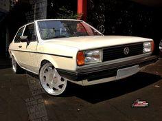 VW Voyage quadrado branco rebaixado com rodas GTS aro 17 | White VW Voyage with vintage 17-inch VW replicas