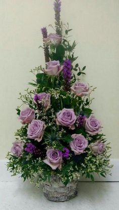Darla Sandford - Aplicativo Web do Outlook - Home Floral Arrangements - Arranjos Valentine Flower Arrangements, Basket Flower Arrangements, Altar Flowers, Funeral Flower Arrangements, Rose Arrangements, Church Flowers, Funeral Flowers, Flowers Garden, Contemporary Flower Arrangements
