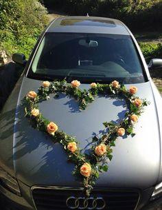 decoration capot de voiture avec fleurs roses pche en forme de curs - Fleurs Capot De Voiture Mariage