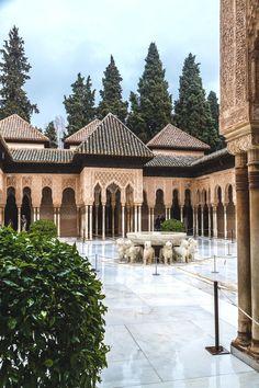 Patio de los Leones,   Alhambra  Granada  Spain  Espana Turismo  En nuestro blog mucha más información http://storelatina.com/espana/travelling #Ushuaia #recetas #Испания #viaje