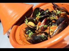 "Recette de tajine marocain aux moules/Moroccan Mussels Tagine""Bouzroug"" - YouTube"