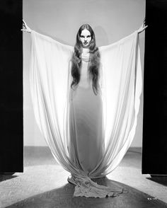 Gothtastic pics of the alluring Carroll Borland as Dracula's daughter in 'Mark of the Vampire' Turner Classic Movies, Classic Horror Movies, Horror Films, Horror Art, Vampire Mythology, Dracula Film, Dramas, Famous Monsters, Movie Costumes