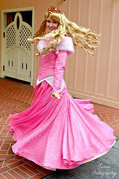 Elegant Ball Gowns, Elegant Prom Dresses, Sleeping Beauty Princess, Aurora Sleeping Beauty, Princess Aurora, Disney Princess, Disney World Characters, Disney Cosplay, Disney Magic