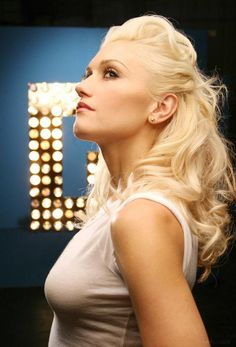 See Gwen Stefani pictures, photo shoots, and listen online to the latest music. Gwen Stefani Hair, Gwen Stefani No Doubt, Gwen Stefani And Blake, Gwen Stefani Style, Gwen Stefani No Makeup, Gwen Stefani Pictures, Gwen Stephanie, 1990 Style, Gwen And Blake