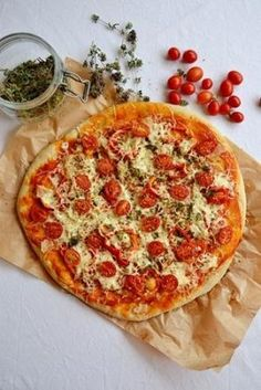 Where's the best pizza in NYC? Get an app like Real Pizza of New York to find favorites such as Vezzo St. & Lexington) — a walk from the Empire State Building. Pizza Recipes, Vegetarian Recipes, Cooking Recipes, I Love Food, Good Food, Yummy Food, Tasty, Antipasto, Quiches