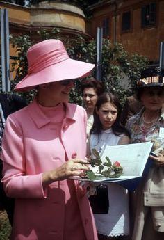 Princess Grace at a Flower Show   ///Photo  lee2.