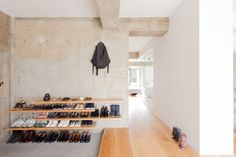 Shoe Cupboard, Cupboard Storage, Japanese Style House, Bali House, Concrete Interiors, Interior And Exterior, Interior Design, Exposed Concrete, Ceiling Design