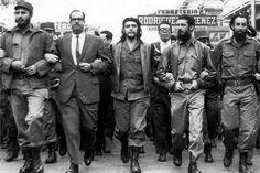 Mientras se gestaba la Revolución Cubana, Guevara y Castro comandaban y lideraban marchas para lograr un cambio en la isla.
