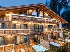 Hotel Montchalet, Luxury Hotel in Italy Alpine Chalet, Ski Chalet, Chalet Style, Chalet Design, Grab Bars In Bathroom, Spa Hotel, Small Luxury Hotels, Hotel Services, Exposed Wood