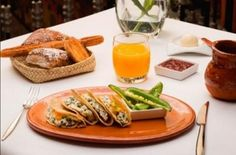 #TradiciónPuebla Quesadillas de requesón con quelites - Animal Gourmet