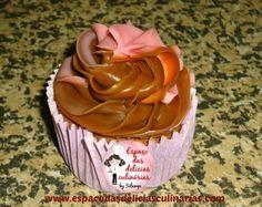 Cupcake de chocolate, com brigadeiro/morango - Espaço das delícias culinárias