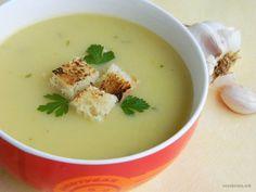 Оваа посна крем супа со лук спаѓа во групата на едноставни јадења кои претставуваа лесен оброк, па да ја пробаме! Вкусна и лесна!