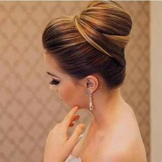 What's the Difference Between a Bun and a Chignon? - How to Do a Chignon Bun – Easy Chignon Hair Tutorial - The Trending Hairstyle High Bun Hairstyles, Bride Hairstyles, Trendy Hairstyles, Wedding Hair And Makeup, Bridal Hair, Hair Makeup, Hair Wedding, Wedding Dress, How To Make Hair