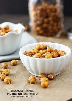 Delicious and healthy snack -- coming right up! Roasted Garlic Parmesan Chickpeas THM 'E' snack, reduce oil to 1 tsp Appetizer Recipes, Dog Food Recipes, Vegetarian Recipes, Snack Recipes, Appetizers, Cooking Recipes, Savory Snacks, Yummy Snacks, Healthy Snacks
