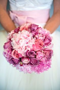 We love this #wedding #bouquet full of roses