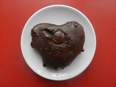 C'est la semaine de la Saint-Valentin! Pour l'occasion, je célèbre l'amour du sport (pour ne pas dire de la course à pied) avec une recette de galette santé hyper protéinée. Inspirée du fameux verre de lait au chocolat, la boisson de récupération par excellence, je vous présente la ChocoGO! Une galette sans sucre et sans... Desserts Français, Dessert Sans Gluten, Breakfast Bake, Energy Bites, Vegan Options, Protein Bars, Raw Vegan, Biscuits, Baked Goods