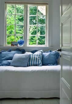 pretty daybed