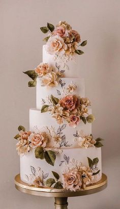 32 Jaw-Dropping Pretty Wedding Cake Ideas - amazing Wedding cakes A delicious cake is the sweetest ending to a perfect wedding celebration. If you're looking for wedding cake inspiration, browsing through wedding cake pictures. Pretty Wedding Cakes, Floral Wedding Cakes, Beautiful Wedding Cakes, Wedding Cake Designs, Beautiful Cakes, Amazing Cakes, Perfect Wedding, Wedding Themes, Wedding Ideas