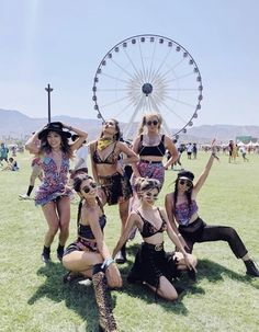 Coachella bff uploaded by on We Heart It Festival Looks, Festival Shop, Festival Outfits, Festival Fashion, Concert Fashion, Lily Maymac, Girl Sday, Tumblr, Rave Outfits