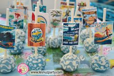 Cake pops mesa temática de Surf - Surf themed Sweet table