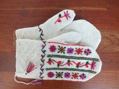Ravelry: lsokalski's Embroidered mittens