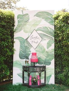 tropical foliage print photo booth shared by green wedding shoes unique pastiche events Cake Table Backdrop, Photo Booth Backdrop, Photo Backdrops, Luau, Creative Wedding Cakes, Flamingo Party, Tropical Party, California Wedding, Dream Wedding