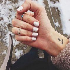 Mini Tattoos Frauen Anker Tattoo am Handgelenk - Tattoo Ideen - - Diy tattoo images - Anchor Tattoo Wrist, Small Anchor Tattoos, Anchor Tattoo Design, Small Tattoos, Simple Anchor Tattoo, Simple Tattoos On Wrist, Tiny Wrist Tattoos, Feather Tattoos, Nature Tattoos