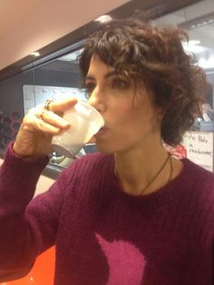 """Giorgia Todrani . """"Al mattino un caffettino!"""", presa un poco prima di andare in diretta su radio Deejay"""