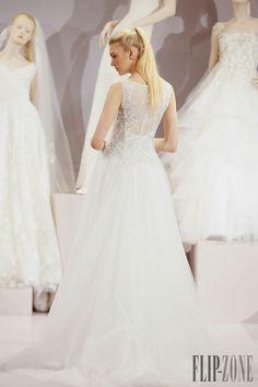 Tony Ward 2016 collection - Bridal - http://www.flip-zone.com/fashion/bridal/the-bride/tony-ward-5598