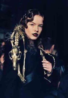 Instead-of-Fur . Alexander McQueen Jewellery, Design Collaborations | Shaun Leane . http://www.mywhere.it/wp-content/uploads//2013/10/McQueen6.jpg