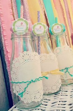 I have been saving the Starbucks Frappuccino bottles just for future parties, what an adorable way to dress them up!!