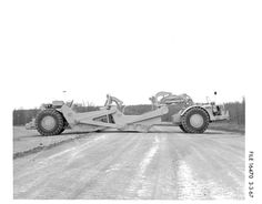 Rare Caterpillar prototype scraper photos. Heavy Construction Equipment, Heavy Equipment, Earth Moving Equipment, Caterpillar Equipment, New Tractor, Old Lorries, Rare Cats, Heavy Duty Trucks, Mining Equipment