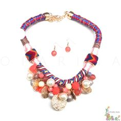 Collar Etnico de Monedas Doradas y Perlas Salmón y Coral. #oparina #ethnicnecklace #statementnecklace #aztec #coachella #boho #bohochic #glam  #madewithstudio