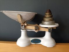 Vintage 1930 s Kitchen Scales F.J. Thornton & Co. Full Set Of Original Weights